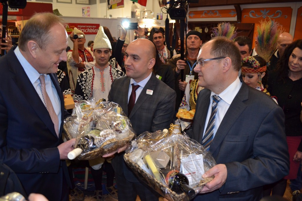 Българският щанд на берлинското изложение бе открит от зам.-министър Грудев и немският аграрен министър Кристиан Шмид