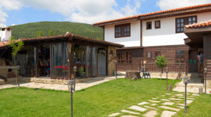 Снимката на тази къща за гости в Жеравна има илюстративен характер