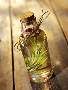 rosemary_oil_in_a_bottle2(1)